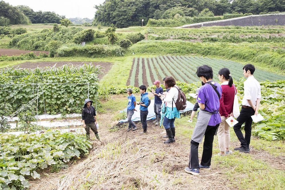 Mr. Uchida's training at a workshop on a farm