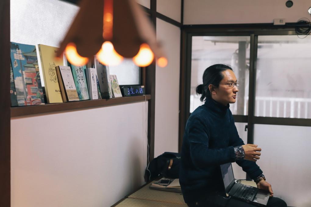 ishii-san explaining photo