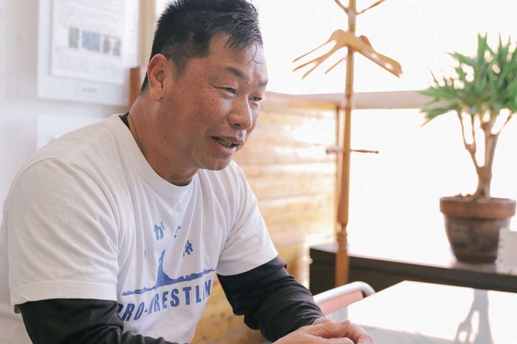toda-san explaining photo
