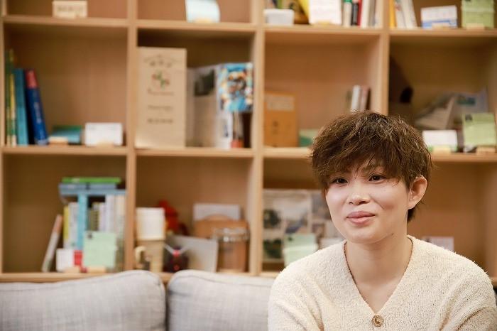 photo of Nasu-san smiling
